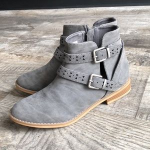 Rocket dog suede gray boots new